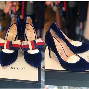 Gucci velvet pumps